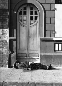 homeless-1574178-639x879